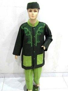 Baju muslim anak laki ini dibuat dari bahan katun halus yang adem dan lembut serta nyaman ketika dipakai. Dan sudah dilengkapi dengan peci. Ditambah lagi dengan warna-warna yang menarik yaitu coklat, hijau, abu-abu dan merah dan semuanya ini diberikan motif rantai