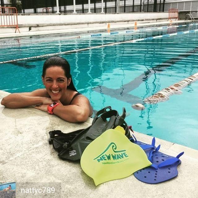 Credit to @nattyc789 : Se escribe FELiCiDAD se pronuncia NATACiON! .  Así comenzamos la semana entrenandito  . . .  Bonito día muchachones!! Feliz Inicio de semana  . .  #newwaveswimbuoy #swimming #youcandoit #motivation #instapic #instalike #instalove #instagram #fit #fitness #fitnessgirl #likeforlike #like4like #agradecida #training #happy #happygirl #love #motivation #dedication #adictaalasendorfinas #vidasana #vamospalla #enlomio #loqmegusta  #deportista #vamosquevamos #comesano…