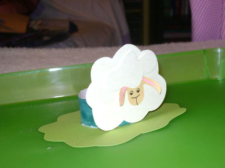 tojástartó bárányka (wc papír guriga+ kartonokból)