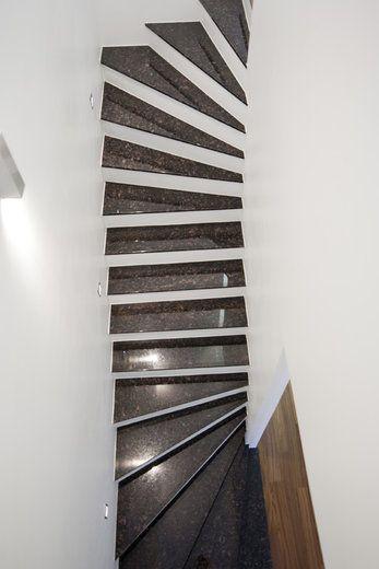 Kiviset askelmat tekevät portaikosta näyttävän, lisää ideoita www.lammi-kivitalot.fi