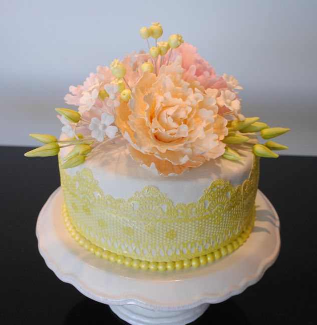 FLOWERS FONDANT CAKE