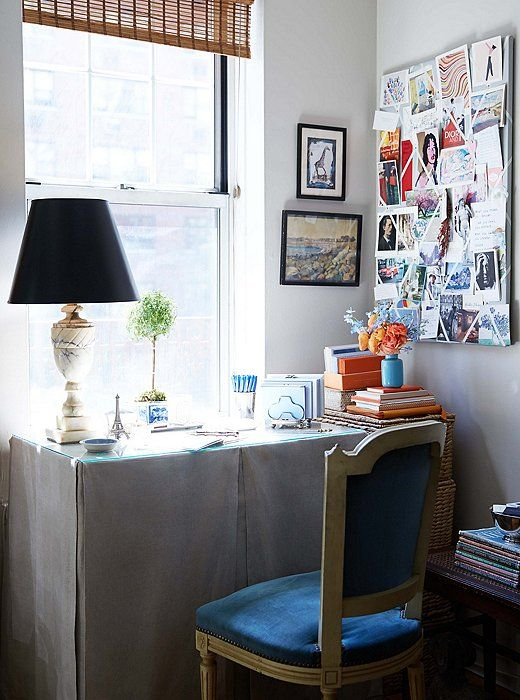 Heather'shome office setupfeels somewhat reminiscentof Carrie Bradshaw's inSex and the City, which also overlooked the Upper East Side.