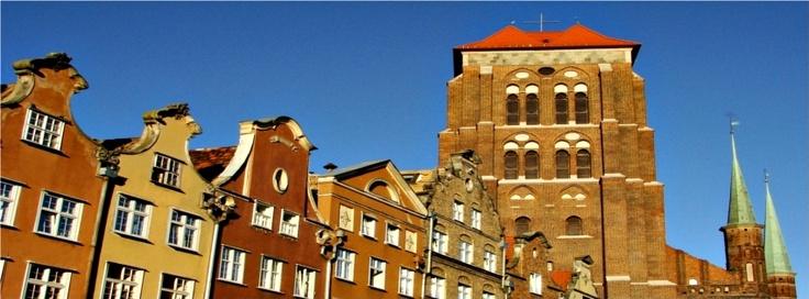 #Tenement Houses and Mariacki #Church / Kamienice i Kościół Mariacki. Autor: Monika Sieczko | #timeline #gdansk