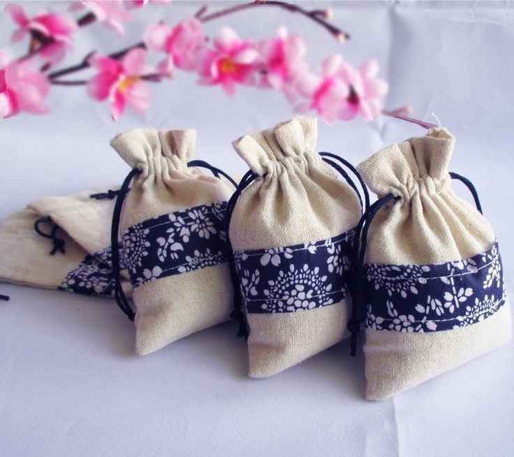 Send out your favors with cupcake favor boxes,favor boxes wholesale and luxury gift boxes and you can have the best one- favor holders vintaage linen pouches 2styles wedding favor blue and white party candy halter bags#wd004 from syhouse.