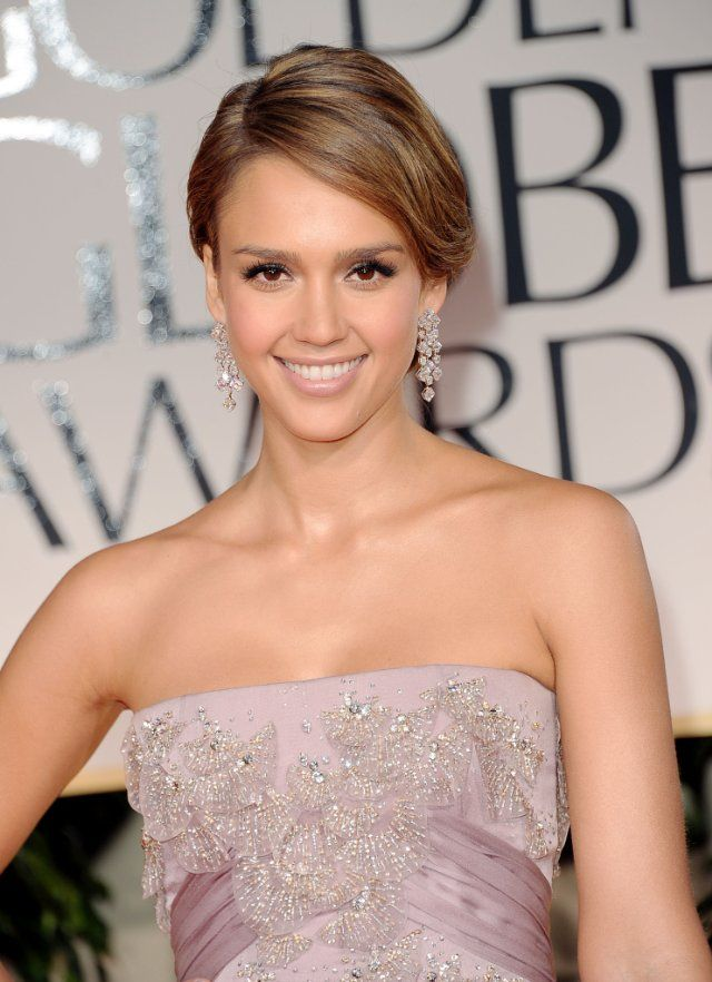 Pictures & Photos of Jessica Alba - IMDb. Such beautiful beading!