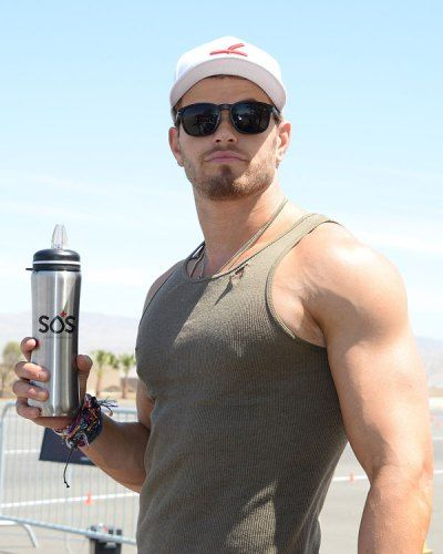 #KellanLutz keeping hydrated with SOS at the #OakleyLearnToRide. Spotted by @OK! Magazine