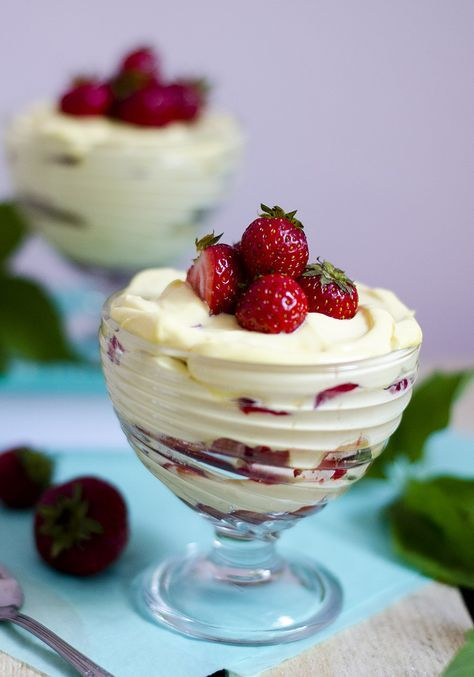 Zapachniało latem: truskawkowe tiramisu | Make It Tasty