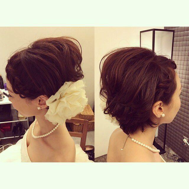 本日の花嫁様♡ ショートヘアがよくお似合いで素敵な花嫁様でした♡ 前髪からサイドを編み込みました。 #ヘアメイク#ヘアアレンジ#ウェディング#ウェディングヘア#ブライダル#花嫁#花嫁ヘア#花嫁髪型#結婚式#波ウェーブ#あみこみ#生花#プレ花嫁#結婚式準備#ヘッドドレス#キラキラ#シニヨン#アップスタイル#ベール#ショート#upstyle#hairmake#wedding#hair#kobe#bridal#hairarrenge