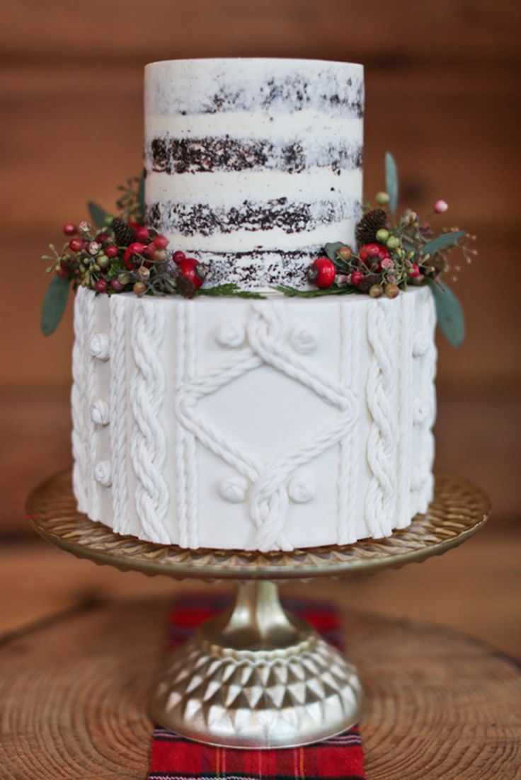 Christmas Wedding cake with a cable knit fondant by The Cake and the Giraffe.