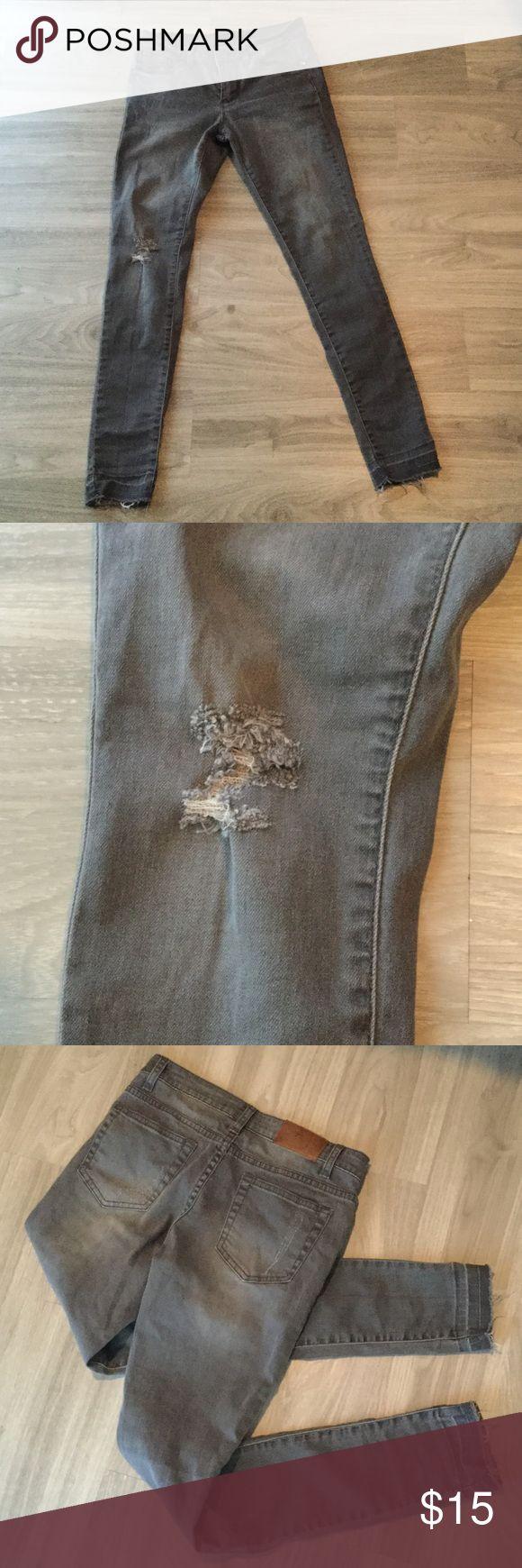 Harper - grey distressed skinny jeans, 26 Harper - grey distressed skinny jeans, women's size 26. harper Jeans Skinny