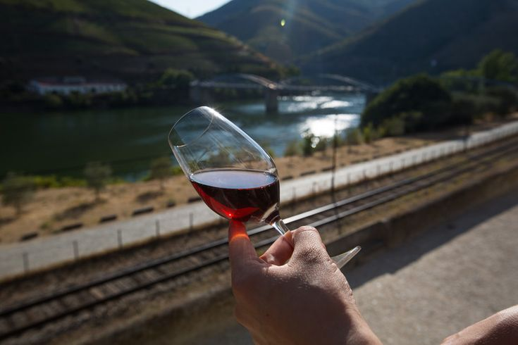 Expresso | Vinho do Porto. Portugal ameaça destronar França como primeiro mercado