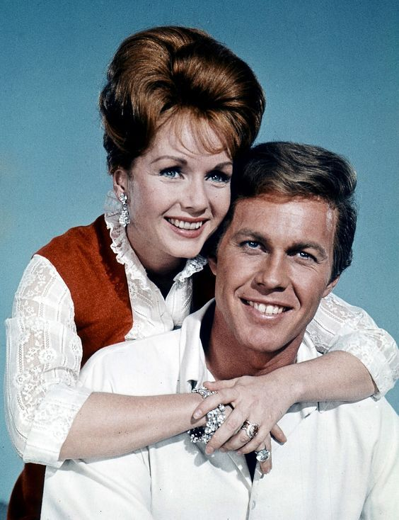 THE UNSINKABLE MOLLY BROWN (1964), Debbie Reynolds and Harve Presnell.