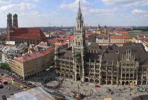 Marienplatz, Munich, Germany. wish i could go back!