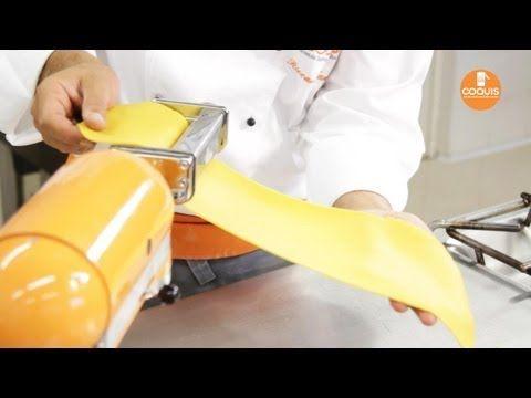 Tecniche di cucina: la pasta all'uovo - YouTube