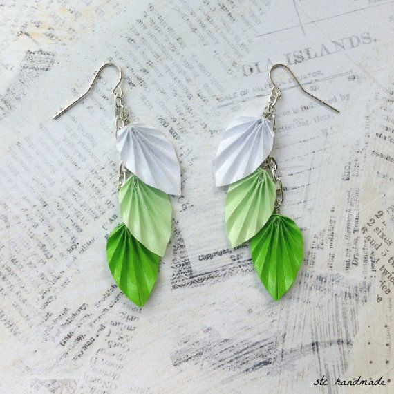 Les boucles d'oreilles feuille vert Ombre Origami par STCHandmade, $16.00