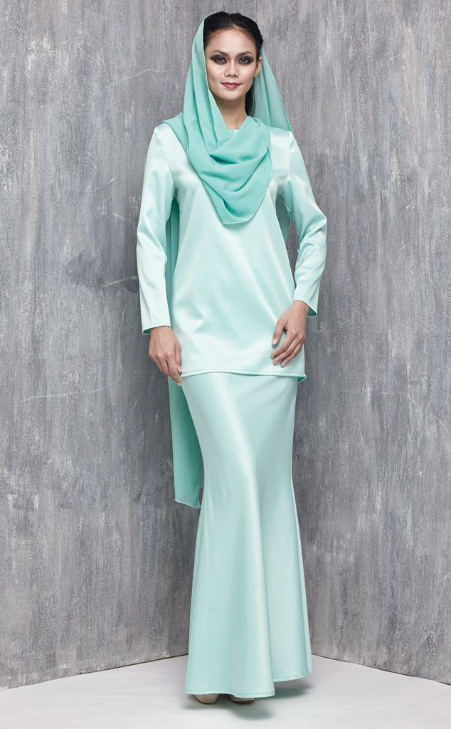 EMEL X AISHAH SINCLAIR - STENELLA - Modern Baju Kurung with Cape (Green) This sweet and ladylike modern baju kurung is perfect for an afternoon visit with your family for Hari Raya Featuring a one sided cape that has an armhole so that you can sport various looks this Raya and still look stylish. #emelxCLPTS #emelxAishahSinclair #emelbymelindalooi #bajuraya #bajukurung #emel2016 #raya2016 #AishahSinclair #lookbook #cape #green