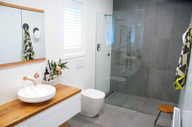 We got sent this beautiful bathroom from our good friends at Sussex Taps, featuring the timeless Scala in a coloured finish. Paired with the Omvivo Venice basin atop a Rifco Acqua vanity unit and a versatile grey and white palette, we love this bathroom look.