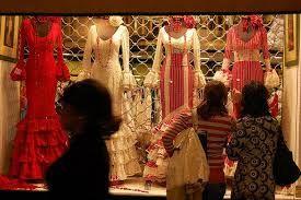 Trajes y complementos de flamenca: La actividad que desarrolla este negocio es la comercialización de prendas de vestir y complementos para trajes de flamenca.