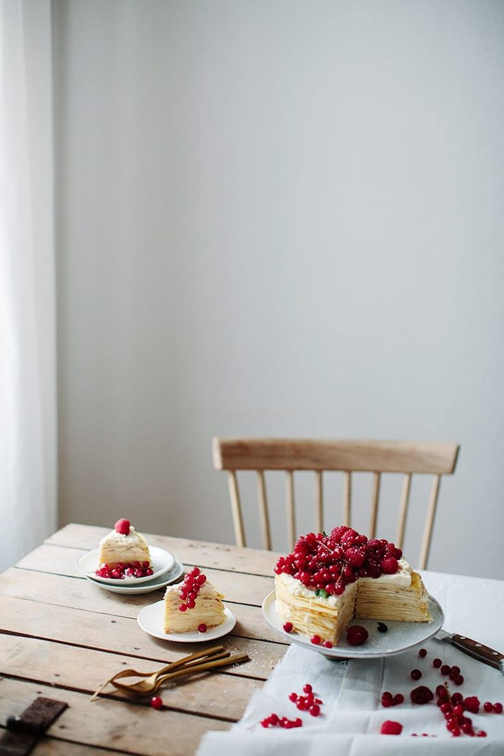 Cooking with the art - Crepe cake with red berries / Marta Greber