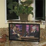 Телевизор в кухонной столешнице