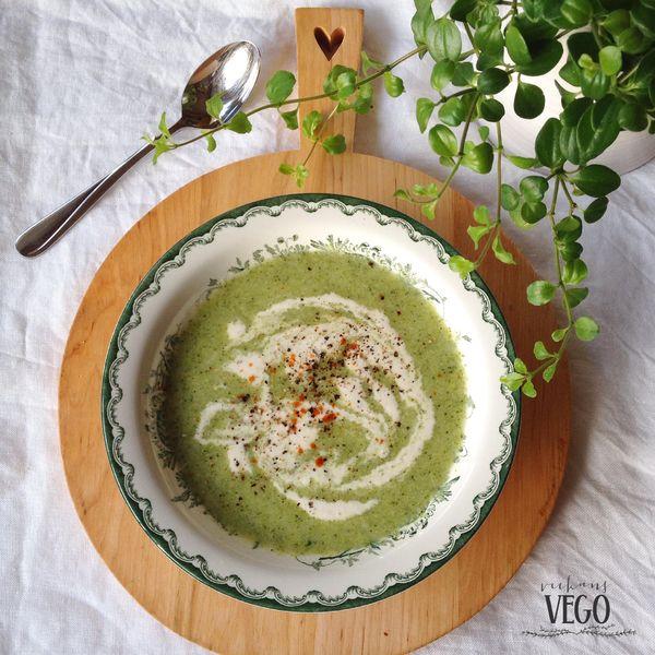 Veckans Vego. Broccolisoppa med cashewgrädde.