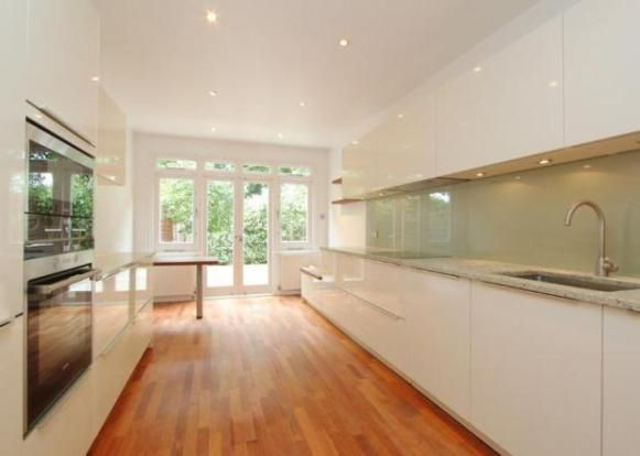 Simplistic cream gloss kitchen
