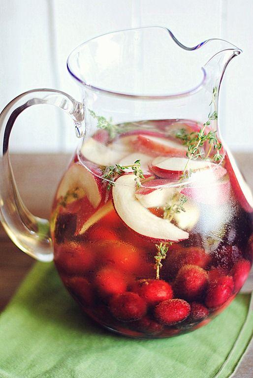 Recette de Sangria aux cerises et pêches / Cherry Peach Skinny Sangria recipe at Eat Yourself Skinny