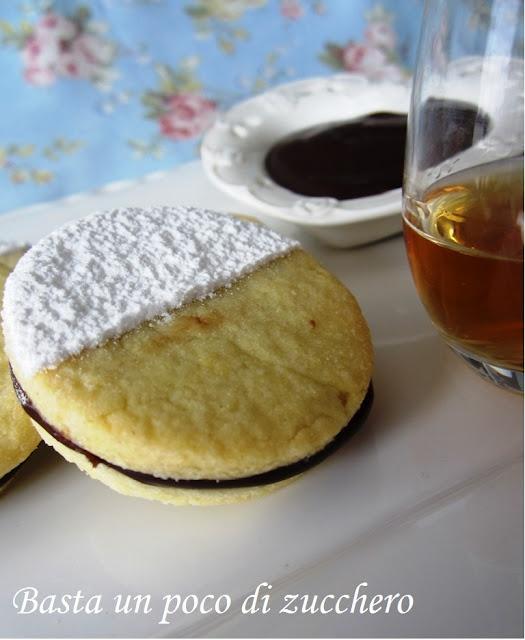 Biscotti con crema di cioccolato al rhum Basta un poco di zucchero...