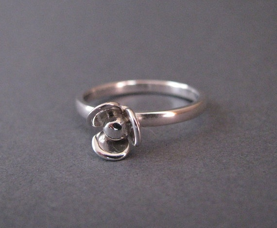 3 petal ring by juliecannonjewellery on Etsy, $159.00: Petals Rings