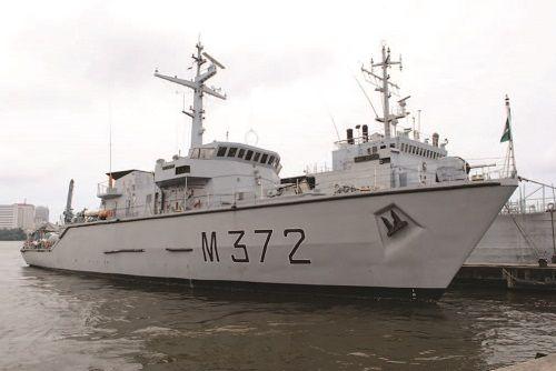 Nigerian Navy minehunter NNS OHUE.