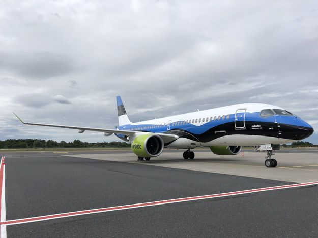 Airbaltic Paints Yl Csj In The Flag Colors Of Estonia Aircraft