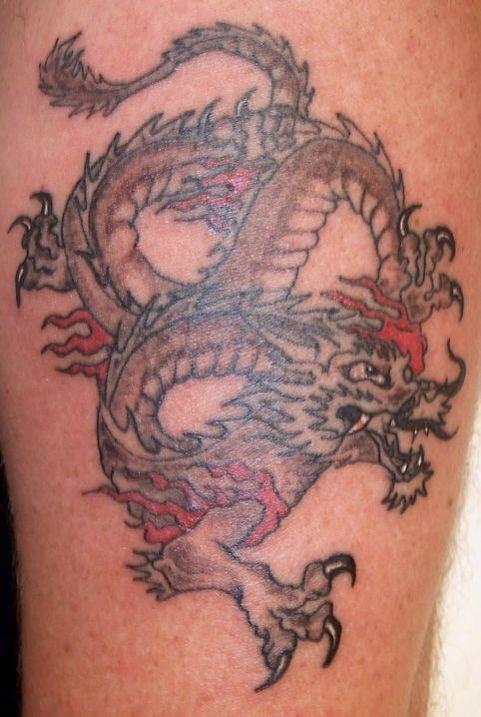 Tatouage de dragon asiatique moustac