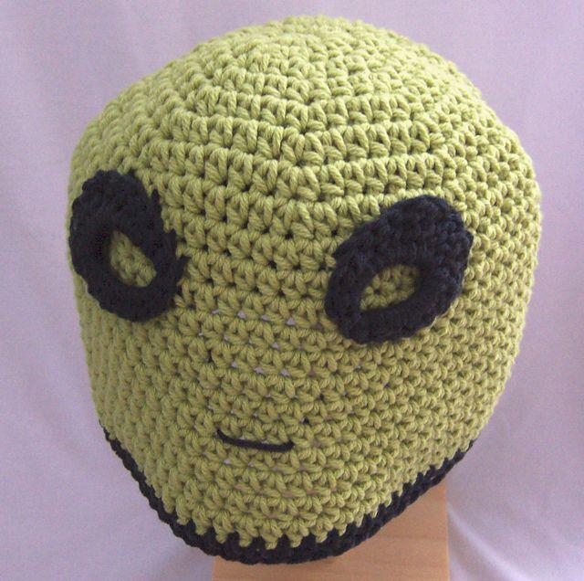 Ravelry: Roswell Alien Hat crochet pattern by Darleen Hopkins Click to buy: http://www.ravelry.com/patterns/library/roswell-alien-hat