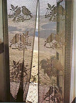 Шторы на двери и дверные проемы зонируют пространство и украшают интерьер одновременно. Найдите свою идею оформления дверного проема стильную и незатратную.