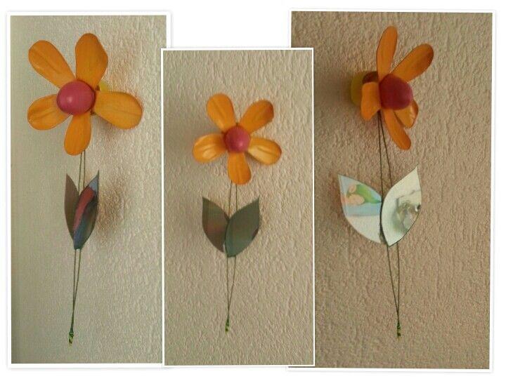 Fleur en bouteille de PET et feuilles en CD