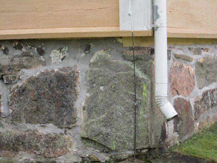 Suomusjärven kirkon sokkeli