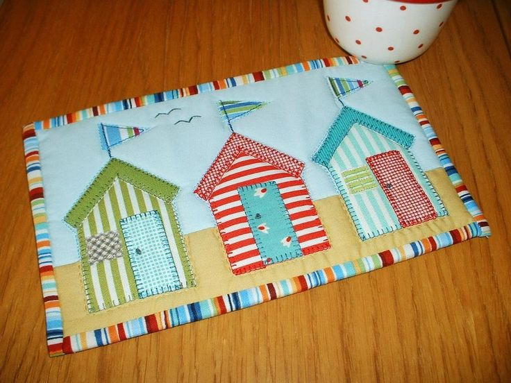 Beach Huts Mug Rug Pattern + Free Fusible Applique Video Tutorial | PatternPile.com