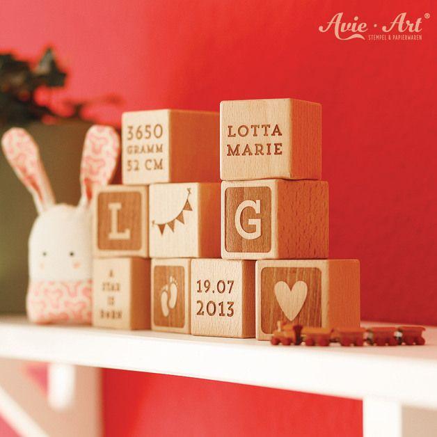 Individuell-gravierte Würfel aus Holz als Geschenkset zur Geburt / engraved, wooden cubes as gift for newborn baby made by AvieArt via DaWanda.com