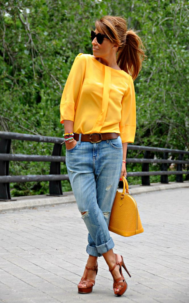 CON DOS TACONES: SO YELLOW