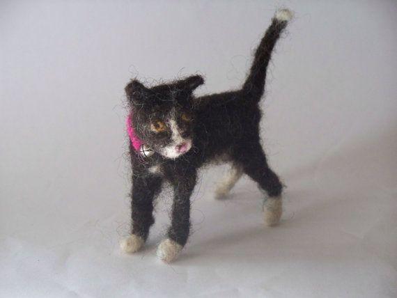 Tuxedo  Kitten   Needle Felted cat por woolinlegends en Etsy