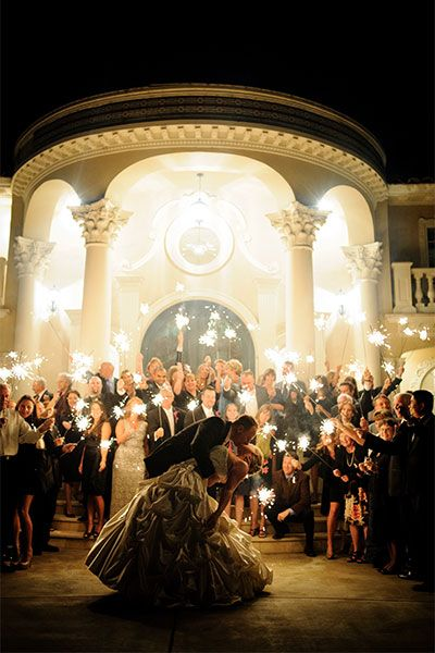 We could do this with the sparklers! Unique Wedding Photos - Creative