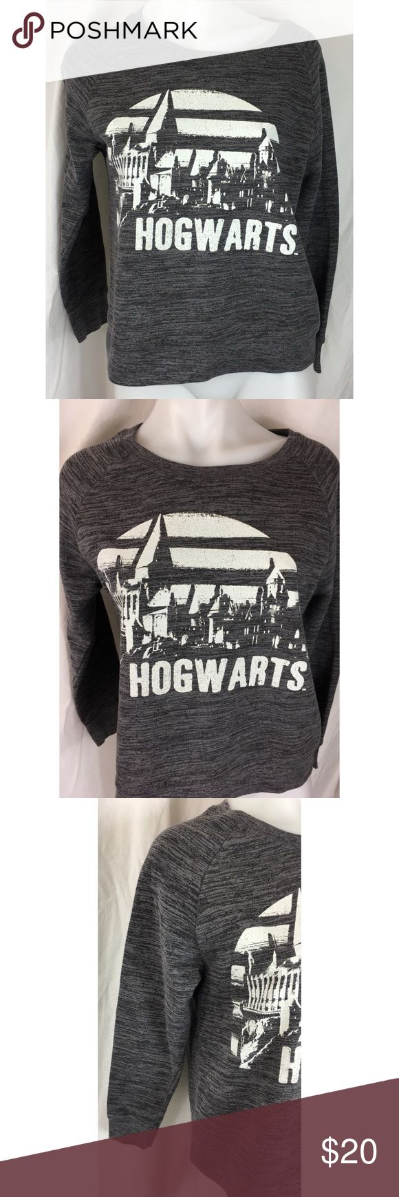 Harry Potter gray Hogwarts sweatshirt 5011 Harry Potter gray Hogwarts sweatshirt Women's Size:  M Approx measurement: armpit to armpit - 18 1/4 inches; length - 22 inches Fabric content: 60% cotton, 40% polyester Machine washable Gently used - see pictures harry potter Tops Sweatshirts & Hoodies