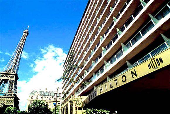 Paris Hilton Full Frontal Photo Joke | The Travel Tart Blog