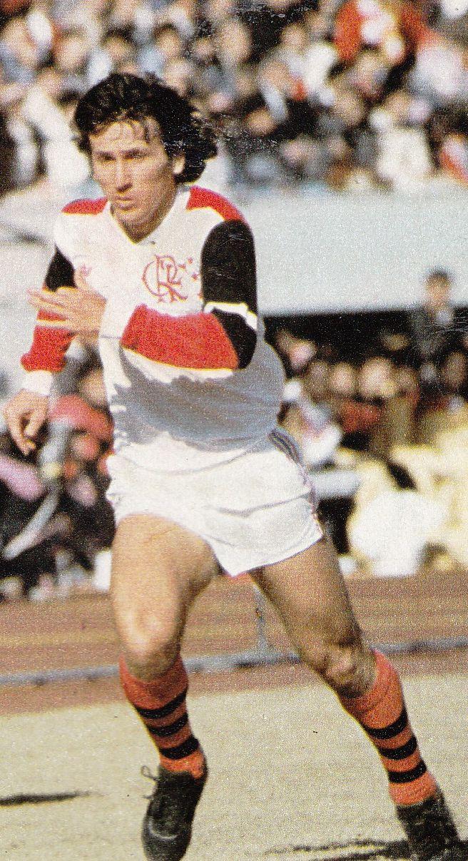 Zico no baile de 3x0 do Flamengo sobre o Liverpool na final do Mundial Interclubes em 1983