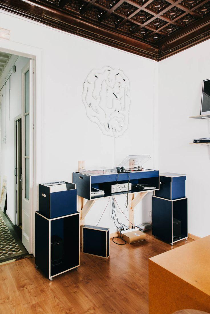 Custom-made Highlight No.10 — Blue DJ table | AOO Barcelona
