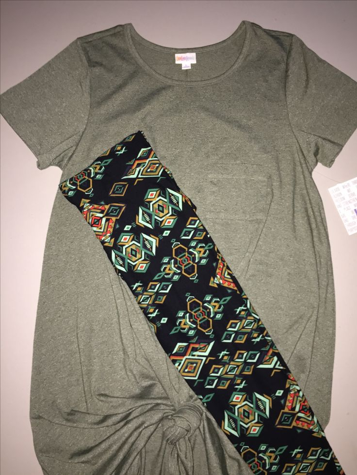 I am loving the Carly and leggings look right now. Can you tell? 😜 here is another outfit for you:  $80 FREE SHIPPING Large Carly - Heathered Moss Green TC Leggings  Only available at https://www.facebook.com/groups/LuLaRoeSoCal/