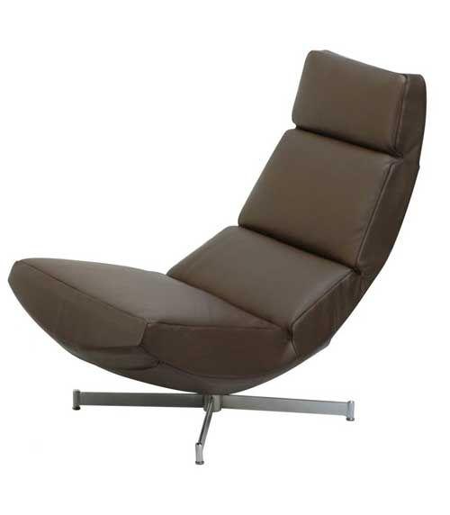 Lækker lænestol fra Kebe med en høj siddekomfort. #design #danskdesign #indretning