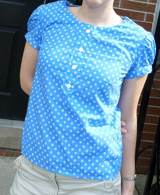 Market Blouse by lizzybeans11, via Flickr- I just got this pattern and this fabric. I don't think it'll look quite as awesome on me though. . . .