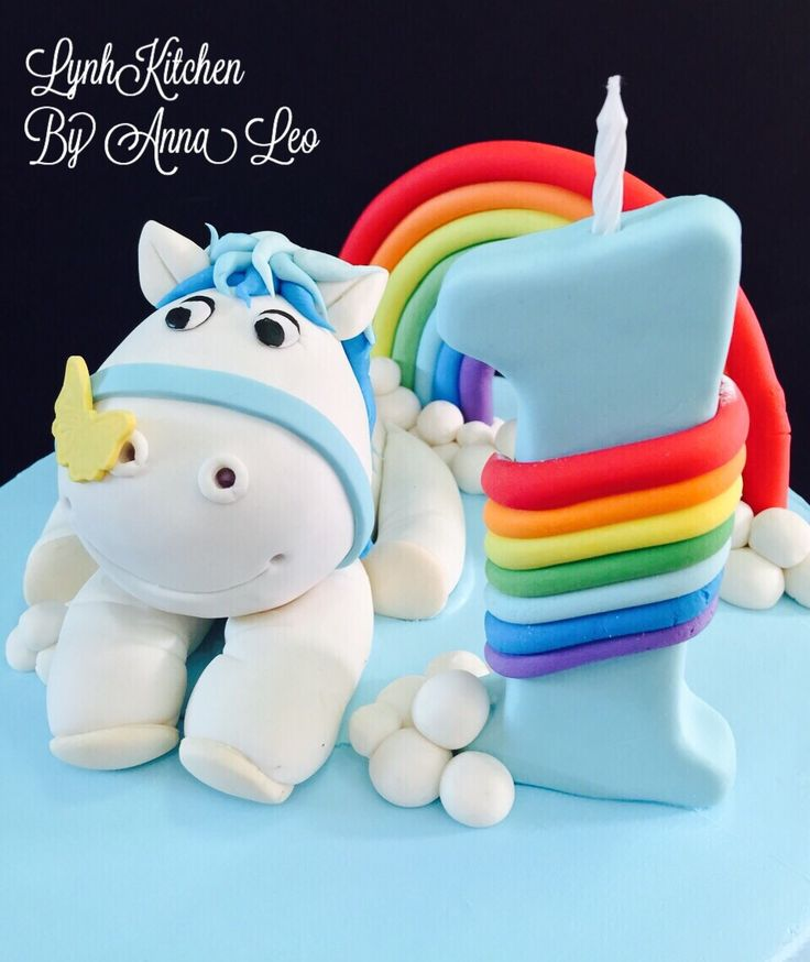 Birthday cake - horse & rainbow - closed up view