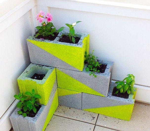 neon-jardinieres-parpaing-fluo